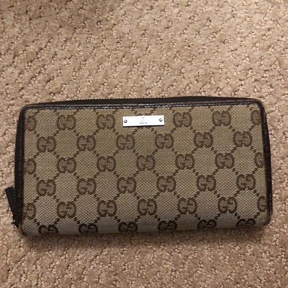 Gucci Handbags - Gucci continental wallet